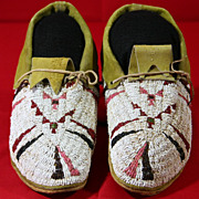 Native American Cheyenne Beaded Man's Moccasins