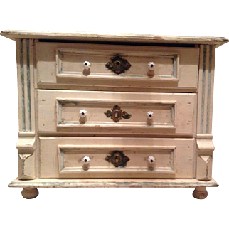 Beautiful antique 19th century apprentice chest of drawers