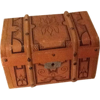 Small antique dolls trunk- ideal for small dolls