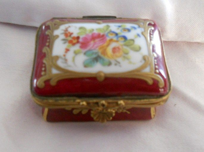 Antique French Miniature Size Hand Painted & Gilded Porcelain de Paris Burgundy Enamel Box