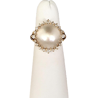 Gorgeous Vintage 14K Yellow Gold Mobe Pearl and Diamond Ring c.1989