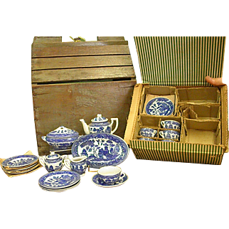 Early 1950s Complete Set of Blue Willow Child's Dish Set