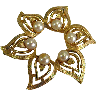 Vintage Goldtone and Faux Pearl Lisner Brooch