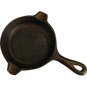Rustic Wagner Ware 1050A Mini Iron Skillet Ashtray Toy