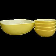 Pristine Square Yellow Pyrex Bowl Set