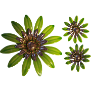 Large Flower Power Spring Green Enamel Gold tone Brooch Earrings Set Sarah Coventry