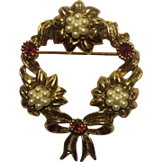 Lovely Christmas Wreath Fleurettes of Faux Pearls Red Rhinestones Brooch Gold tone Avon