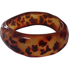 Wonderful Spotted Leopard Tortoise Lucite Faceted Asymmetrical Bangle Bracelet
