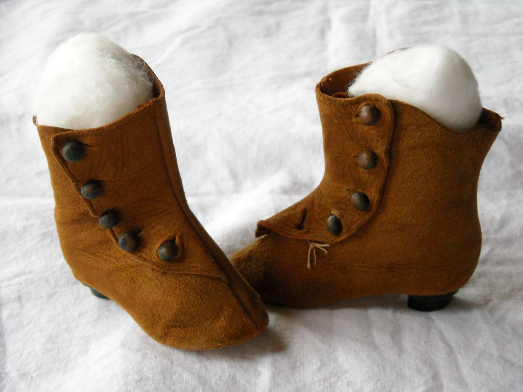 Great Pair of Antique Brown Leather Doll Boots / shoes