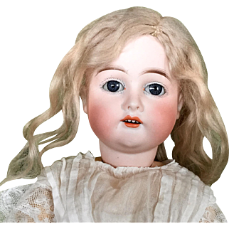 Beautiful Kley and Hahn Antique German Doll