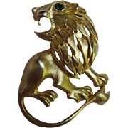 Wonderful Vintage Matte Gold plate Lion with Emerald Green Crystal Eye Brooch/Pin