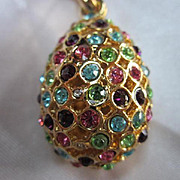 Stunning Vintage Quality Jeweled Pendant on Thirty Inch Rope Gold tone Chain