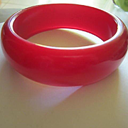 Gorgeous Raspberry Moonglow Lucite Vintage Bangle Bracelet