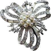 Beautiful Clear Crystal Rhinestones fx Pearls Classic Vintage Brooch Pin