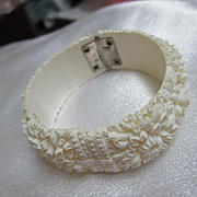 Gorgeous Celluloid White Carved Chrysanthemum Flowers Vintage Bangle Bracelet