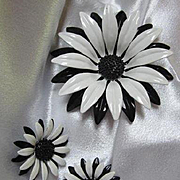 Gorgeous Black White Huge Flower Power 1960s Enamel Raised Center Vintage Brooch Pin Earrings Set