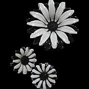Gorgeous Black White Huge Flower Power 1960s Enamel Raised Center Vintage Brooch Pin Earrings Set