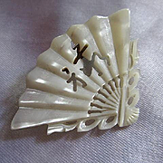 Gorgeous Carved Mother of Pearl MOP Asian Fan Chinese Letters Vintage Brooch Pin