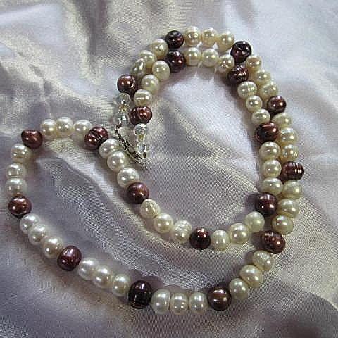 Beautiful Strand Genuine White Bronze Pearls Twenty One Inch Vintage Necklace