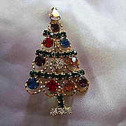 Gorgeous Sparkling Swarovski Crystals Christmas Tree Figural Vintage Brooch Pin