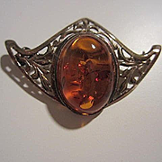 Lovely Art Nouveau Design Baltic Amber Sterling Vintage Brooch Pin