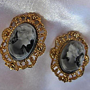 Lovely Facing Cameos Set in Gold tone Elaborate frames Vintage Clip Earrings