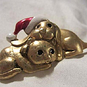 Danecraft Signed Cute Puppy Dogs Figural Santa Hat Vintage Brooch Pin