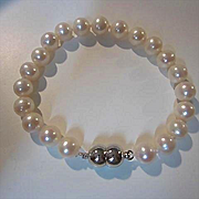 Gorgeous Cultured Pearl Hand Knotted Vintage Bracelet