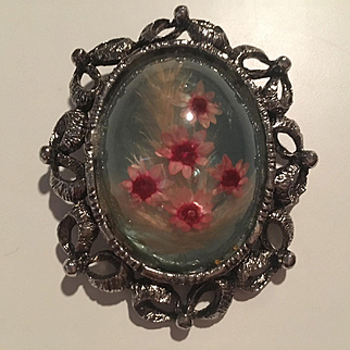 Gorgeous High Glass Domed Dried Flowers Ornate Silver tone Vintage Brooch Pendant