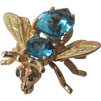 Stunning Vintage 10K Y.G. 3-D Bee With 2.60.tcw Natural Blue Topaz and Emerald Eyes