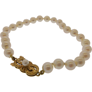 "Beautiful 100% Authentic vintage ""Mikimoto"" 18 k yellow gold and white Akoya Pearl bracelet"