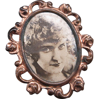 Vintage Photo Frame Brooch / Pin