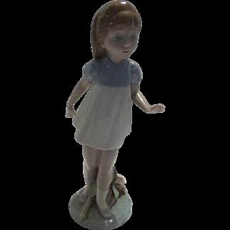 "Lladro ""Girl Walking"""