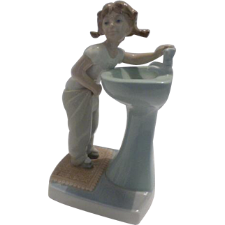 """Lladro """"Clean Up Time"""""""