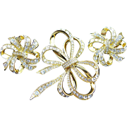 Wonderful Vintage Kenneth J Lane (KJL) Bow Brooch & Matching Earrings In Gold Colored Metal