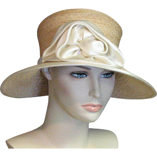 Amazing 1920's Stylish Cloche Natural Fine Straw & Ecru Silk Flower Chapeau