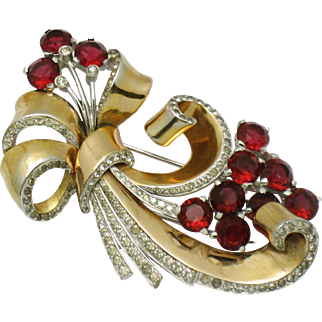 MB BOUCHER Large Ruby Red Scrolled Rhinestone Ribbon Flower Fur Clip Pin 1940s