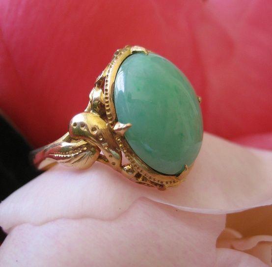Edwardian Cabochon Jadeite 18 Karat Yellow Gold Ring