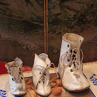 "Lot of Single ""Alart"" Boots"