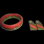 Bakelite Zig Zag Bangle Bracelet & Earrings Orange and Green