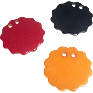 3 BAKELITE Buttons Scallop Flower 3 Colors
