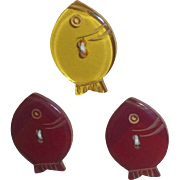 3 Bakelite Catalin Realistic Figural Fish Buttons On Card 2 Cookies 1 Apple Juice