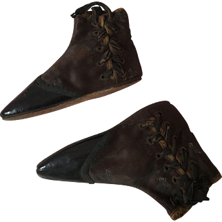 Early 19th century Child's laced boots (straights)