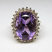 Attractive Vintage 14K Yellow Gold Amethyst & Diamond Cocktail Ring