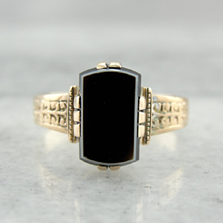 Victorian Banded Onyx Ladies Ring, Exceptional Antique Beauty