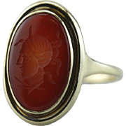 A Ladies Soldier: Vintage Carnelian Intaglio Signet Ring in 8Ct Green Gold