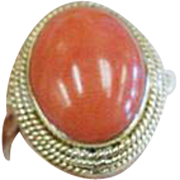 """14 K Yellow Gold Oval Natural Coral Ring, Circa 1950""""s/60's."""