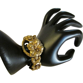 Art Nouveau Fourteen Karat Yellow Gold Flower Motif Bracelet