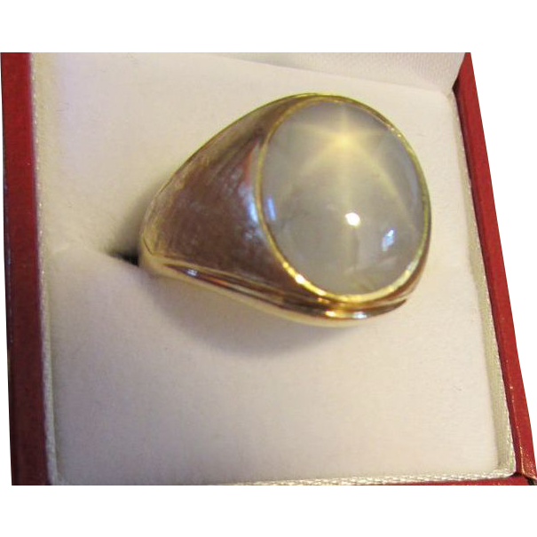 Natural Blue Star Sapphire Ring in 18 Karat Gold