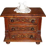 Miniatur Antique  oak chest for FF doll